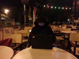 Zadnje nočno pisanje dnevnih zapiskov ob Donavi pred gostilnico Platan