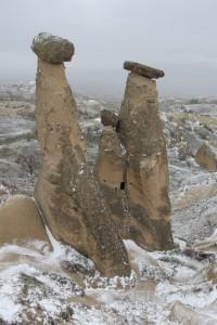 Tri gospodične v snegu